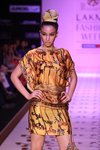 Pria Kataaria Puri-lakme fashion week -2011-3