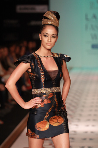 Pria Kataaria Puri-lakeme fashion week - 2011-4