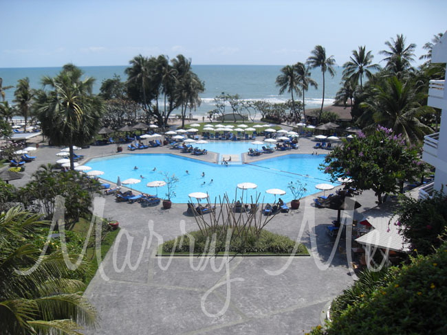 Outdoor_Pool-Holiday-Inn-thailand