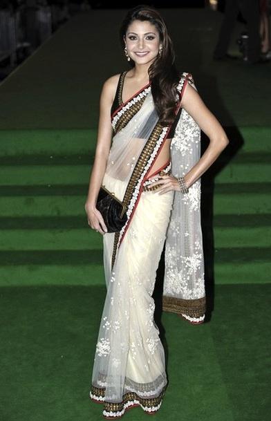 Anushka Sharma at IIFA 2011