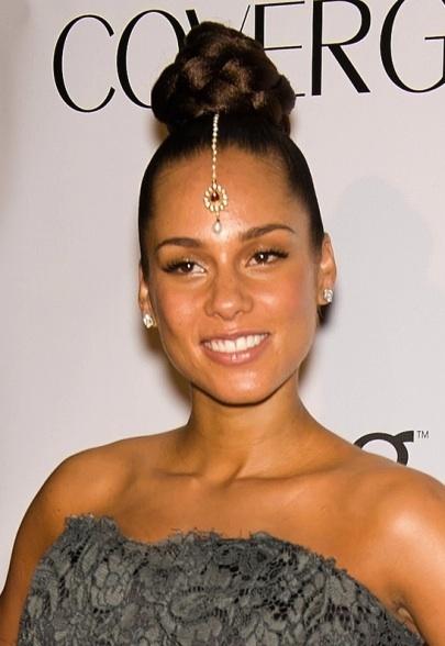 celebrity wearing maangtika