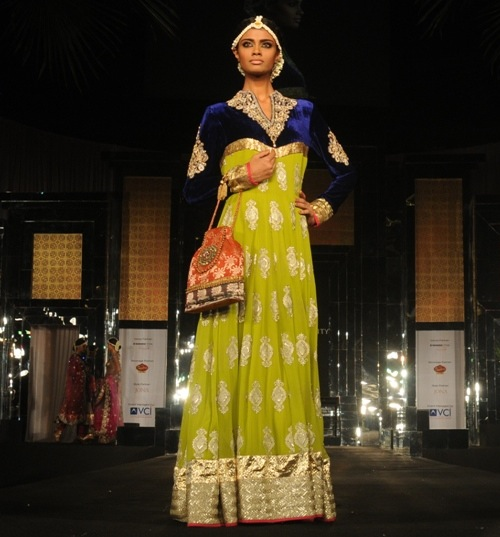 Model in Vikram Phadnis at Aamby Valley Bridal week