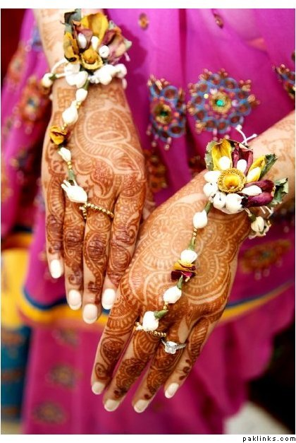 Get Dressed For Your Mehendi Ceremony With Flower Jewellery