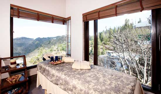 Spa-Therapy-Room-in-the-Himalayas