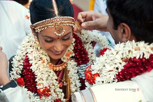 varmala exchange at Indian wedding